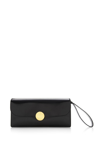 Double trouble clutch in polished black with deep gold by MARC JACOBS Preorder Now on Moda Operandi