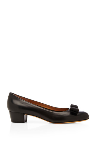 Medium salvatore ferragamo black vara leather pumps with bow detail