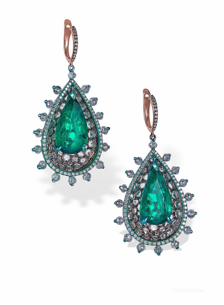 Medium arunashi green emerald tear drop in pear cups earrings