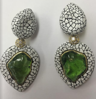 Medium nicholas varney green peridot and coquille d oef duo earclip