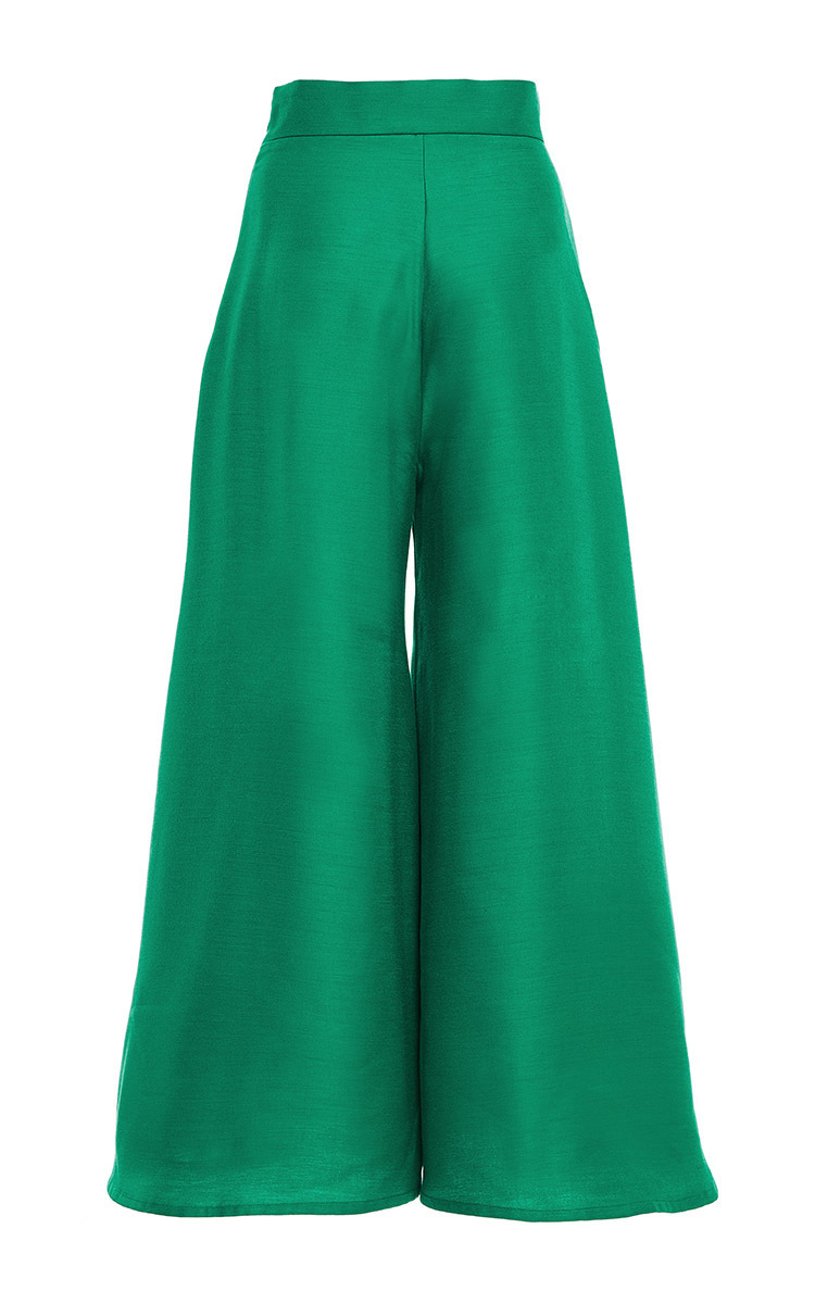For a laid-back look that is full of style, slip into the Lulus Chic La Vie Green Wide-Leg Jumpsuit! Lightweight, woven fabric dances over the V-neckline and short, kimono sleeves. Fitted waist, with sash tie, tops long, wide-leg pants.