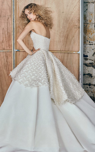 Medium elizabeth kennedy white m o exclusive strapless tiered gown