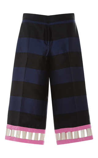 Medium leal daccarett black omara shorts