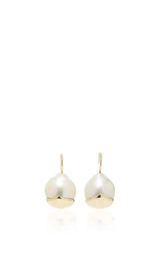 Medium mizuki white small fluid gold pearl earrings