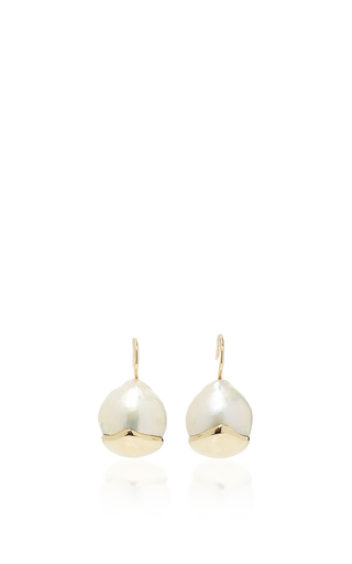 Medium mizuki white small fluid gold pearl earrings