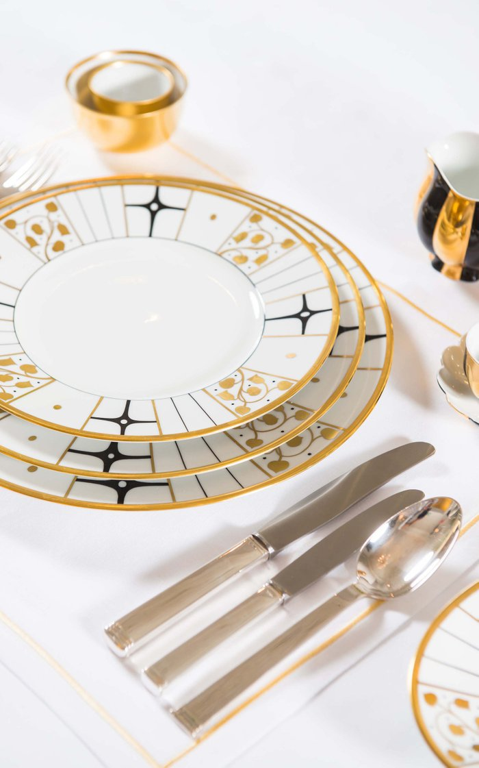No 135 Five Person Place Setting