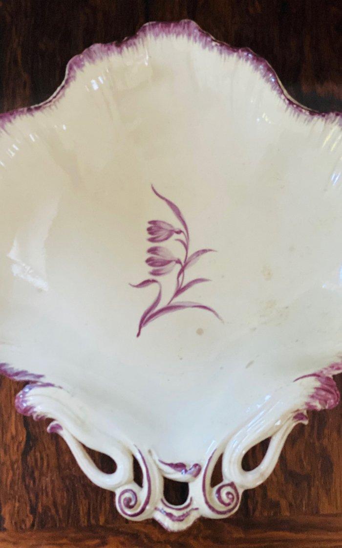 Wedgwood Creamware Shell Form Plate, Medium